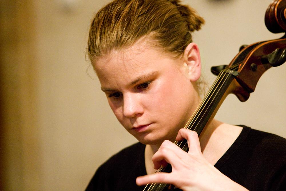 Česká violoncellistka Anna Brikciusová